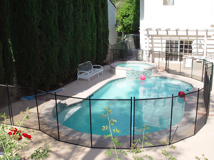 5 Advantages Of A Pool Safety Fence You Install Yourself