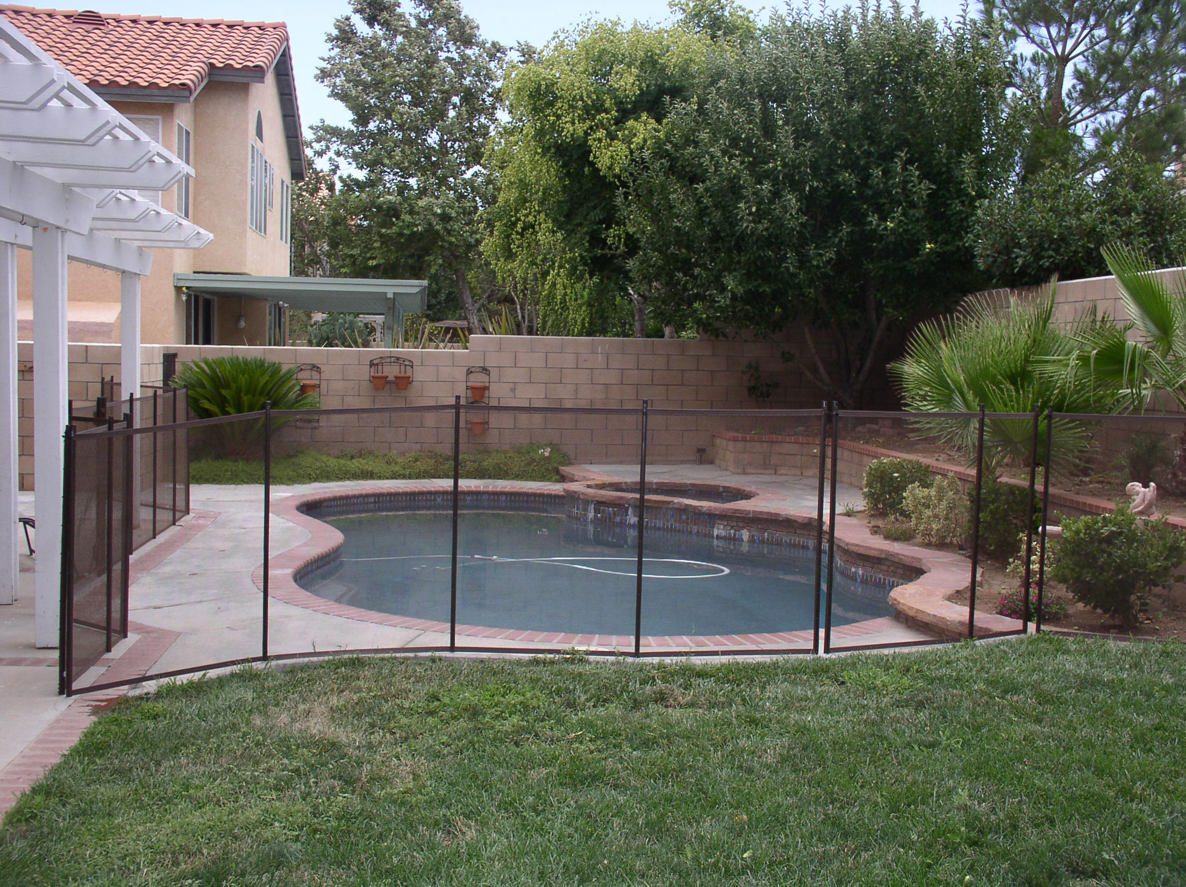 Benefits Of Mesh Pool Fences Childguard Diy Pool Fence
