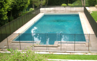 cleaning-mesh-pool-fence